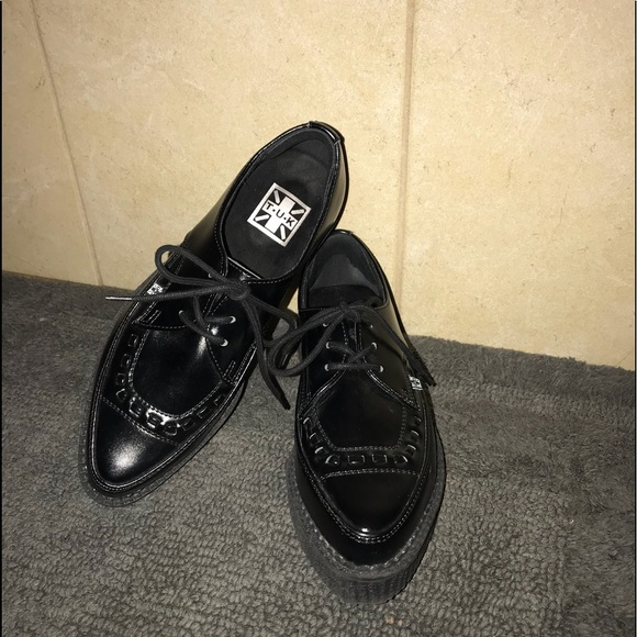 Tuk Black Leather Pointed Toe Creepers